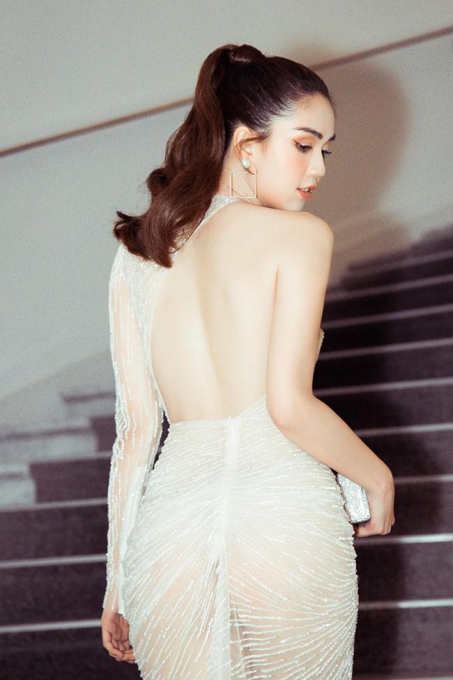 Ngọc Trinh diện váy áo mỏng tang lộ cả bầu ngực gợi cảm tại Cannes 2019  - Ảnh 1.