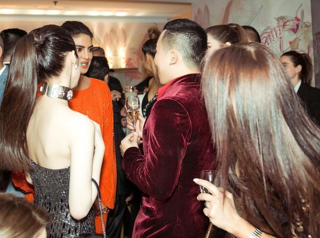 Ngọc Trinh diện váy áo mỏng tang lộ cả bầu ngực gợi cảm tại Cannes 2019  - Ảnh 8.
