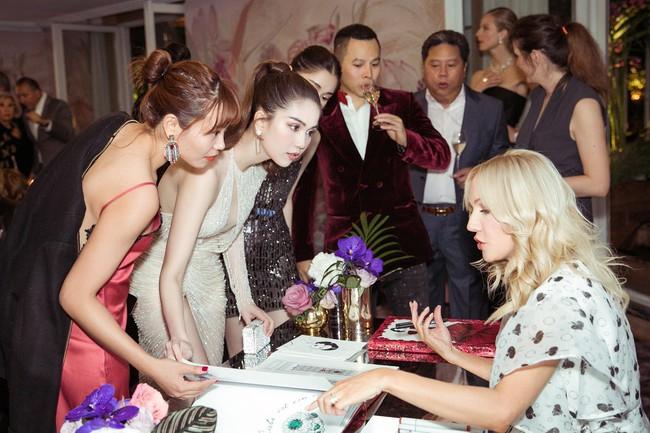 Ngọc Trinh diện váy áo mỏng tang lộ cả bầu ngực gợi cảm tại Cannes 2019  - Ảnh 14.