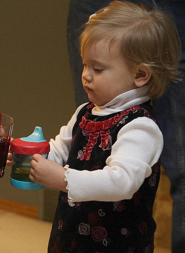 10 vật dụng thường ngày cha mẹ không mảy may để ý đến nhưng lại gây nguy hiểm khôn lường cho trẻ nhỏ, đáng chú ý có những thứ cần thiết cho cả trẻ sơ sinh - Ảnh 4.