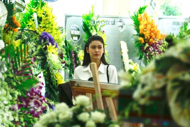 Lội mưa gió, NSƯT Thành Lộc, Minh Hằng và nhiều nghệ sĩ khác vẫn đến lễ viếng cố nghệ sĩ Lê Bình  - Ảnh 4.