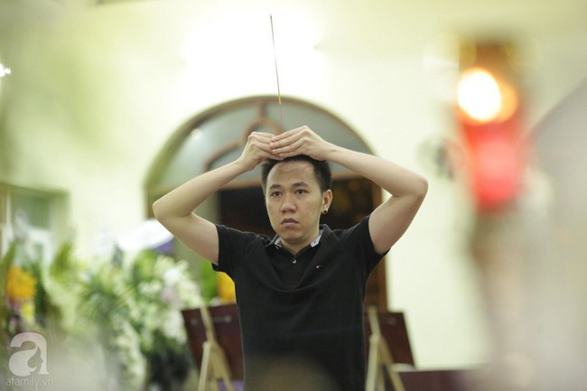 Lội mưa gió, NSƯT Thành Lộc, Minh Hằng và nhiều nghệ sĩ khác vẫn đến lễ viếng cố nghệ sĩ Lê Bình  - Ảnh 17.
