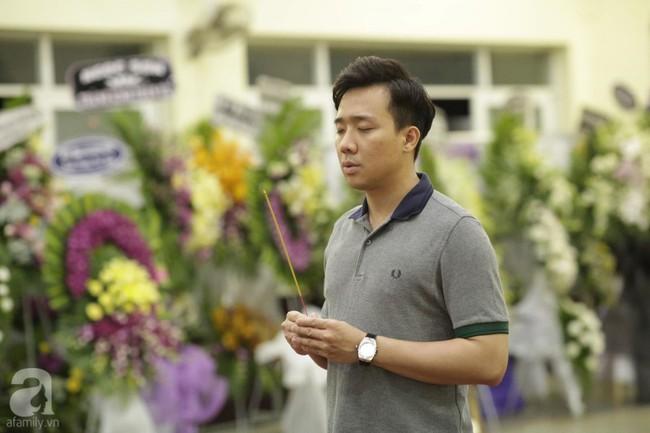 Lội mưa gió, NSƯT Thành Lộc, Minh Hằng và nhiều nghệ sĩ khác vẫn đến lễ viếng cố nghệ sĩ Lê Bình  - Ảnh 24.