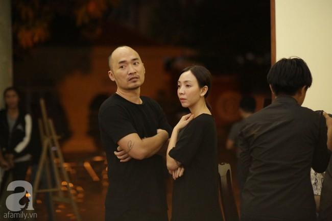 Lội mưa gió, NSƯT Thành Lộc, Minh Hằng và nhiều nghệ sĩ khác vẫn đến lễ viếng cố nghệ sĩ Lê Bình  - Ảnh 9.