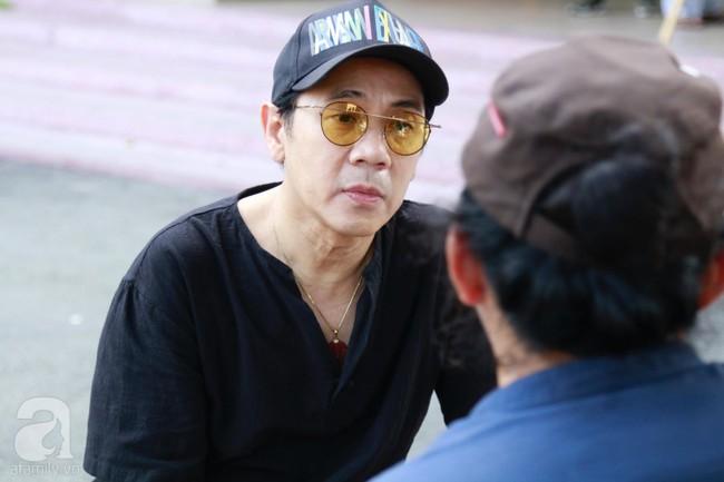 Lội mưa gió, NSƯT Thành Lộc, Minh Hằng và nhiều nghệ sĩ khác vẫn đến lễ viếng cố nghệ sĩ Lê Bình  - Ảnh 12.