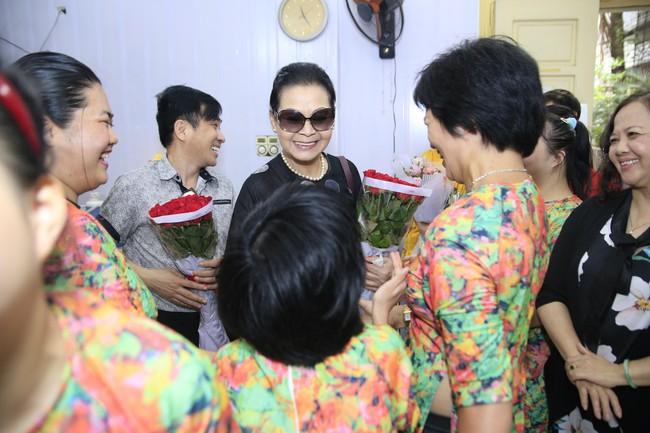 Khánh Ly xúc động khi nghe các em nhỏ khuyết tật hát nhạc Trịnh Công Sơn  - Ảnh 2.