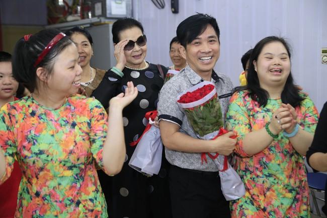 Khánh Ly xúc động khi nghe các em nhỏ khuyết tật hát nhạc Trịnh Công Sơn  - Ảnh 3.