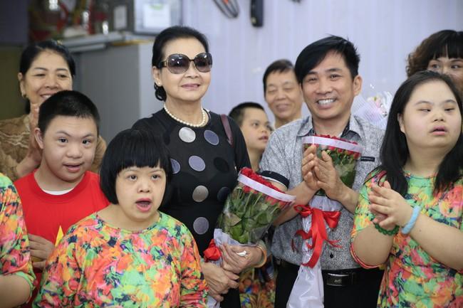 Khánh Ly xúc động khi nghe các em nhỏ khuyết tật hát nhạc Trịnh Công Sơn  - Ảnh 4.