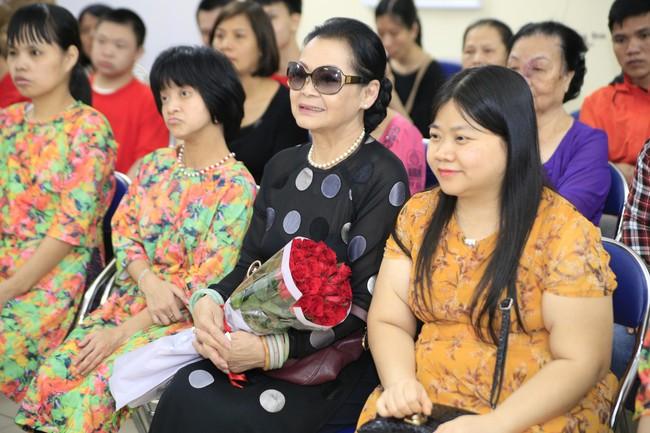 Khánh Ly xúc động khi nghe các em nhỏ khuyết tật hát nhạc Trịnh Công Sơn  - Ảnh 7.