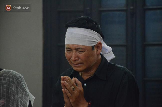 Xuân Bắc và nhiều nghệ sĩ nhà hát kịch Việt Nam bật khóc xót xa trong tang lễ đồng nghiệp vụ tai nạn hầm Kim Liên - Ảnh 14.