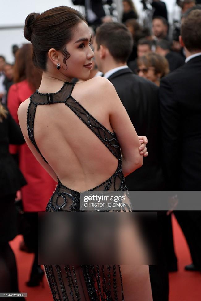 Truyền thông quốc tế đăng ảnh Ngọc Trinh hở nguyên vòng 3 trên thảm đỏ Cannes nhưng ánh mắt ái ngại của mọi người mới đáng chú ý  - Ảnh 1.