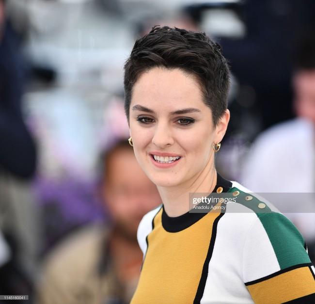 Hoa hậu đẹp nhất thế giới khoác cả chăn lông lên thảm đỏ Cannes 2019 vẫn bị Chương Tử Di ăn mặc kín đáo, đơn giản lấn át - Ảnh 24.