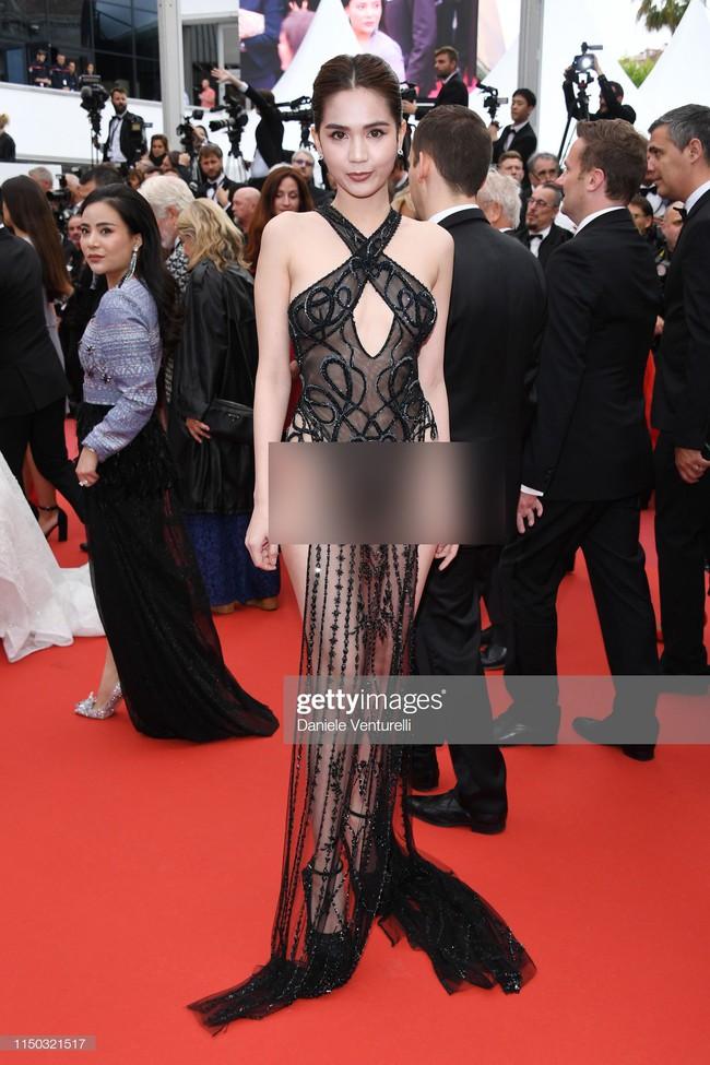 Truyền thông quốc tế đăng ảnh Ngọc Trinh hở nguyên vòng 3 trên thảm đỏ Cannes nhưng ánh mắt ái ngại của mọi người mới đáng chú ý  - Ảnh 3.