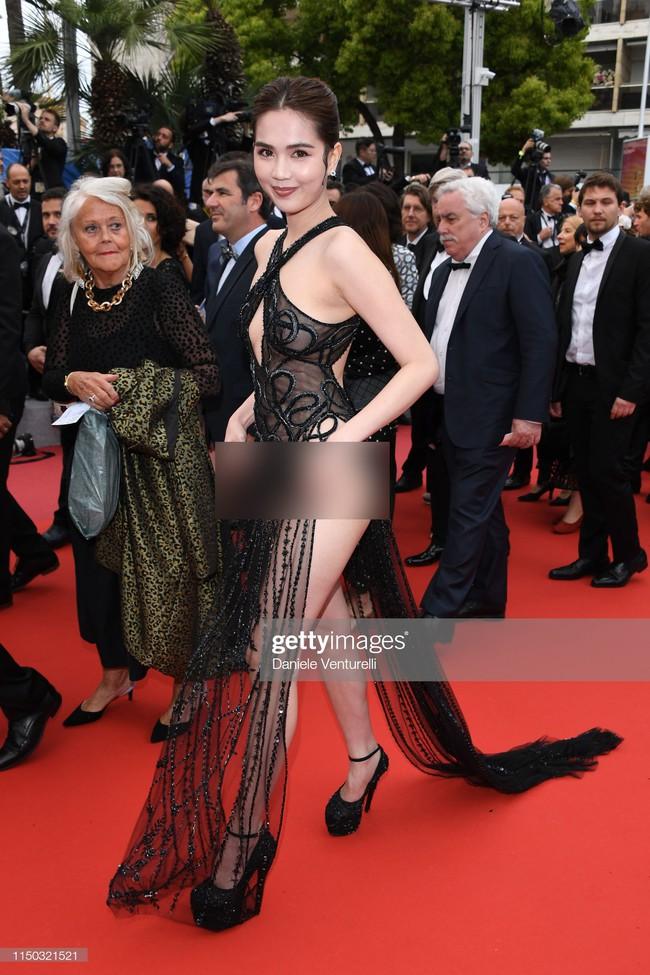 Truyền thông quốc tế đăng ảnh Ngọc Trinh hở nguyên vòng 3 trên thảm đỏ Cannes nhưng ánh mắt ái ngại của mọi người mới đáng chú ý  - Ảnh 4.
