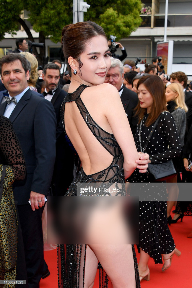 Truyền thông quốc tế đăng ảnh Ngọc Trinh hở nguyên vòng 3 trên thảm đỏ Cannes nhưng ánh mắt ái ngại của mọi người mới đáng chú ý  - Ảnh 5.