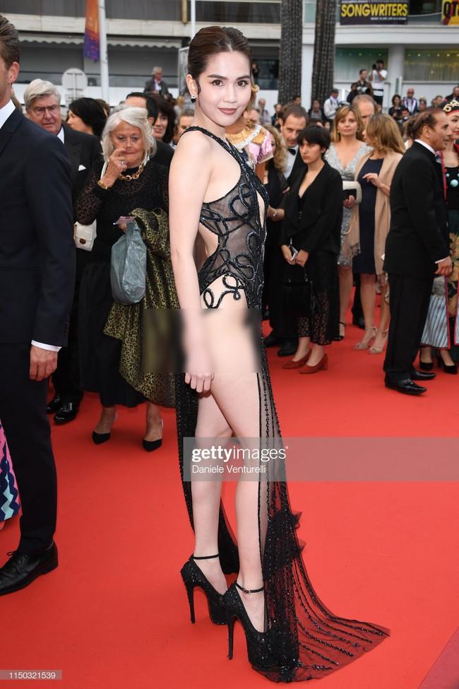Truyền thông quốc tế đăng ảnh Ngọc Trinh hở nguyên vòng 3 trên thảm đỏ Cannes nhưng ánh mắt ái ngại của mọi người mới đáng chú ý  - Ảnh 6.