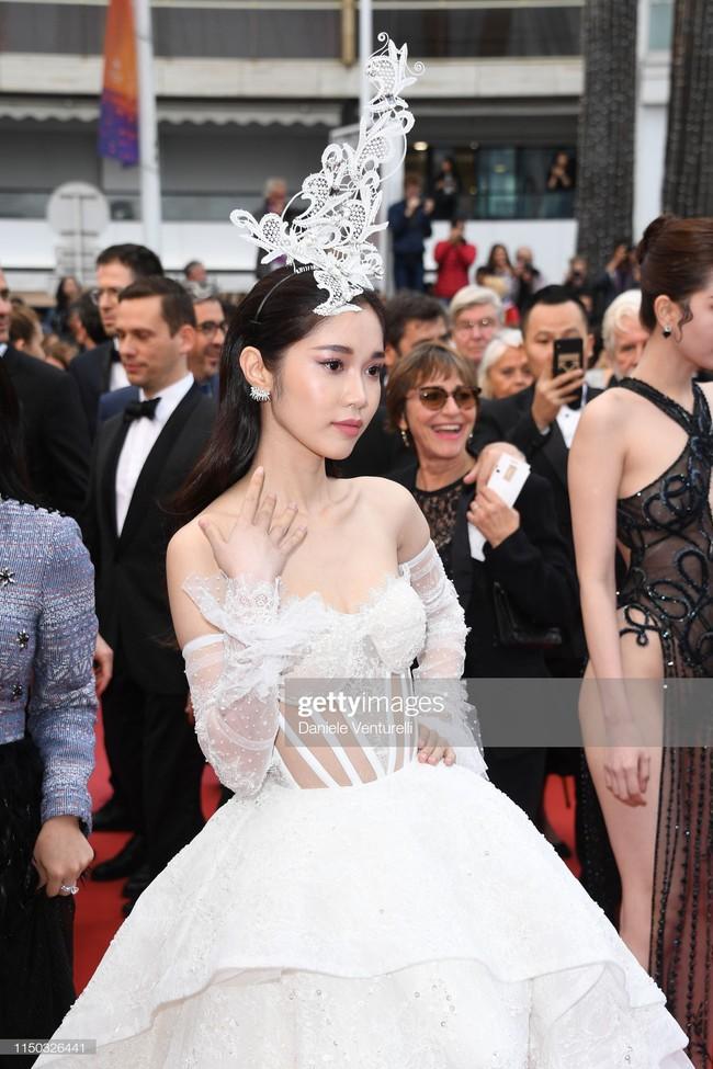 Nếu Khắc Tiệp định kể chuyện cổ tích tại Cannes thì Ngọc Trinh ắt hẳn phải vào vai Cám, nhường vai chính diện cho cô gái này  - Ảnh 6.