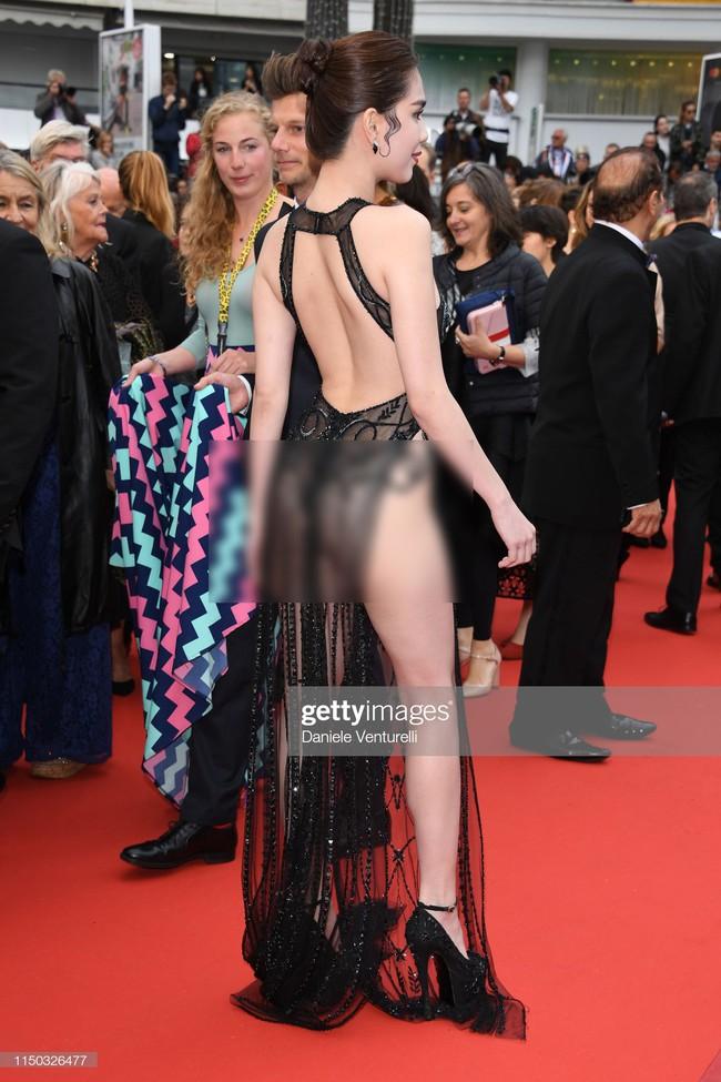 Truyền thông quốc tế đăng ảnh Ngọc Trinh hở nguyên vòng 3 trên thảm đỏ Cannes nhưng ánh mắt ái ngại của mọi người mới đáng chú ý  - Ảnh 9.
