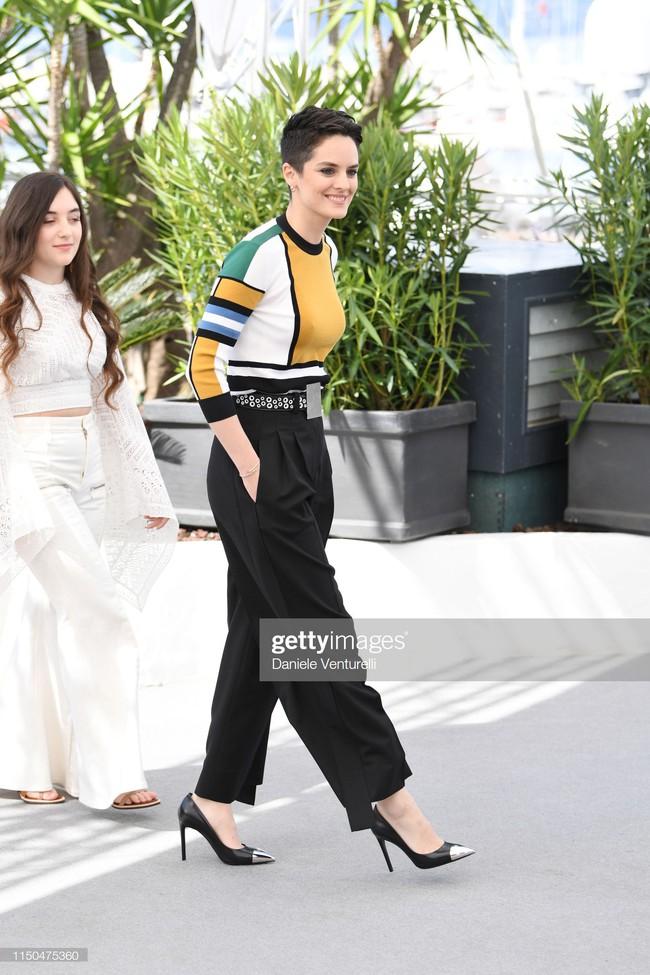 Hoa hậu đẹp nhất thế giới khoác cả chăn lông lên thảm đỏ Cannes 2019 vẫn bị Chương Tử Di ăn mặc kín đáo, đơn giản lấn át - Ảnh 25.
