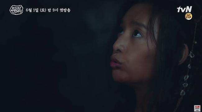 Jang Dong Gun chém giết tàn bạo, bóp cổ bạn gái Song Joong Ki trong phim mới - Ảnh 11.
