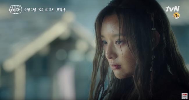 Jang Dong Gun chém giết tàn bạo, bóp cổ bạn gái Song Joong Ki trong phim mới - Ảnh 1.