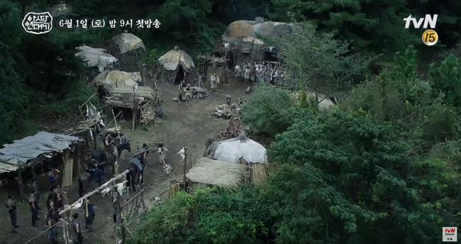 Jang Dong Gun chém giết tàn bạo, bóp cổ bạn gái Song Joong Ki trong phim mới - Ảnh 6.