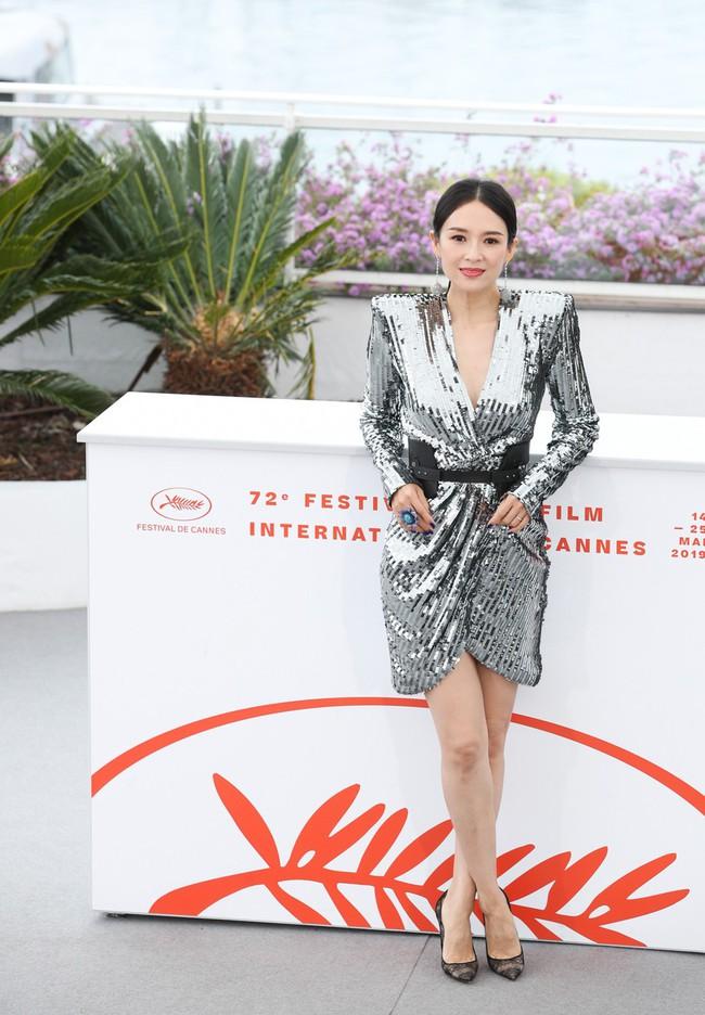 Chương Tử Di khoe ngực đầy eo thon tại Cannes, điều khiến ai cũng ngỡ ngàng chính là phản ứng của phóng viên quốc tế  - Ảnh 10.