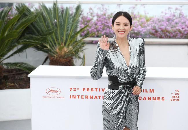 Chương Tử Di khoe ngực đầy eo thon tại Cannes, điều khiến ai cũng ngỡ ngàng chính là phản ứng của phóng viên quốc tế  - Ảnh 11.