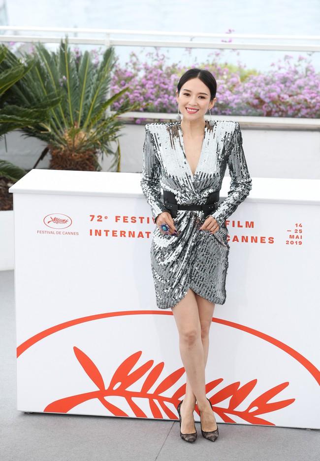 Chương Tử Di khoe ngực đầy eo thon tại Cannes, điều khiến ai cũng ngỡ ngàng chính là phản ứng của phóng viên quốc tế  - Ảnh 12.