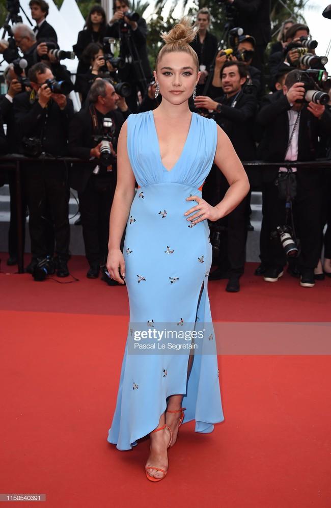 Hoa hậu đẹp nhất thế giới khoác cả chăn lông lên thảm đỏ Cannes 2019 vẫn bị Chương Tử Di ăn mặc kín đáo, đơn giản lấn át - Ảnh 12.