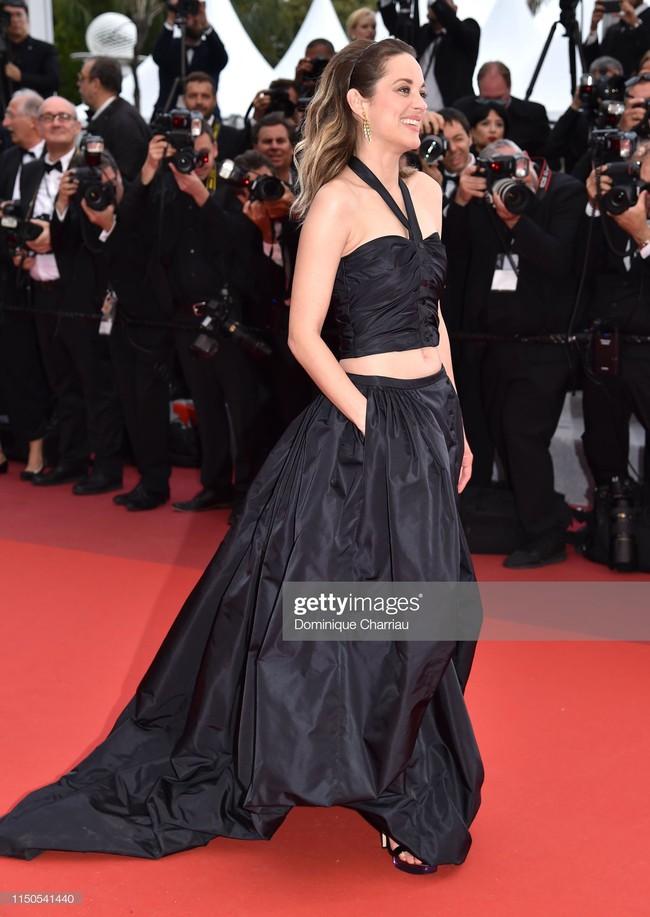 Hoa hậu đẹp nhất thế giới khoác cả chăn lông lên thảm đỏ Cannes 2019 vẫn bị Chương Tử Di ăn mặc kín đáo, đơn giản lấn át - Ảnh 10.