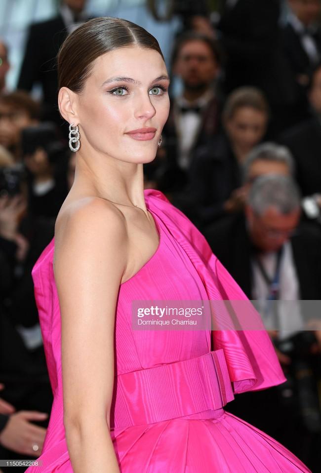 Hoa hậu đẹp nhất thế giới khoác cả chăn lông lên thảm đỏ Cannes 2019 vẫn bị Chương Tử Di ăn mặc kín đáo, đơn giản lấn át - Ảnh 11.