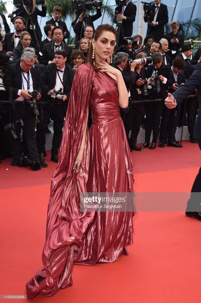 Hoa hậu đẹp nhất thế giới khoác cả chăn lông lên thảm đỏ Cannes 2019 vẫn bị Chương Tử Di ăn mặc kín đáo, đơn giản lấn át - Ảnh 20.