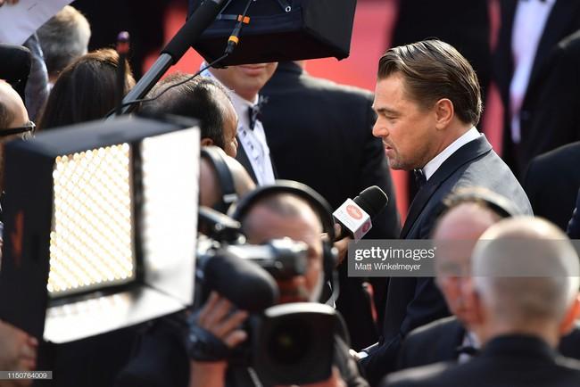 Brad Pitt và Leonardo trên thảm đỏ Cannes: Thời gian dẫu lấy đi cặp mỹ nam tuổi đôi mươi nhưng vẫn giữ lại cho ta hai gã lãng tử bậc nhất Hollywood - Ảnh 11.