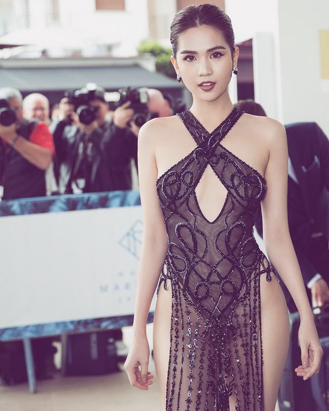 """Ngọc Trinh kiêu hãnh sải bước trên đường phố Paris sau khi gây bão tại Cannes với bộ cánh """"có như không"""" và không quên xéo xắt một câu - Ảnh 4."""