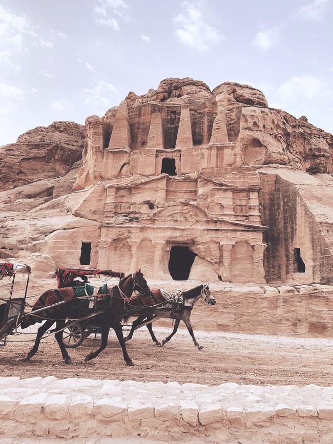 Mẹ 1 con xinh đẹp chi hàng trăm triệu đến Jordan đọc sách giữa Biển Chết, cưỡi lạc đà sa mạc - Ảnh 18.