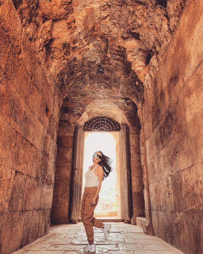 Mẹ 1 con xinh đẹp chi hàng trăm triệu đến Jordan đọc sách giữa Biển Chết, cưỡi lạc đà sa mạc - Ảnh 10.