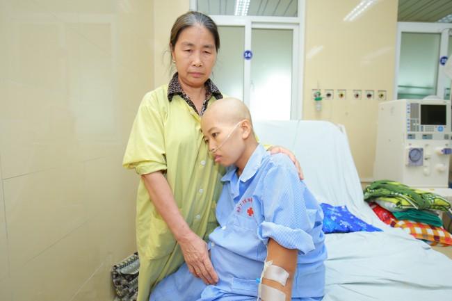 Gần 20 bác sĩ mổ bắt con cho người mẹ dũng cảm bị ung thư vú giai đoạn cuối vẫn muốn giữ và sinh con - Ảnh 1.