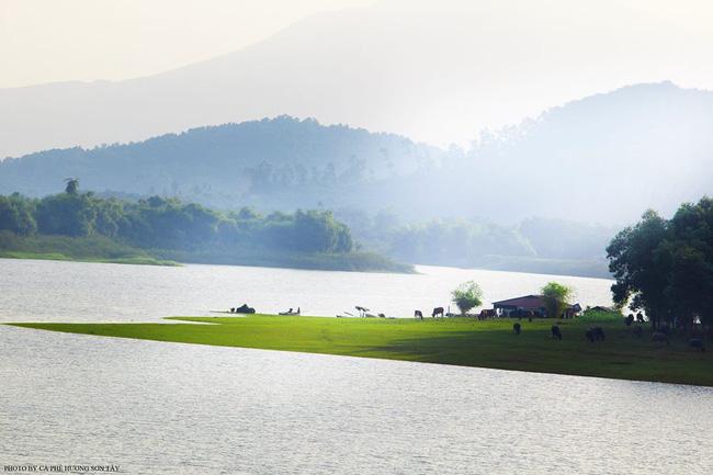 Cách Hà Nội chỉ 40km, đây là địa điểm xanh mát cho gia đình cùng nhau đi trốn dịp cuối tuần - Ảnh 1.