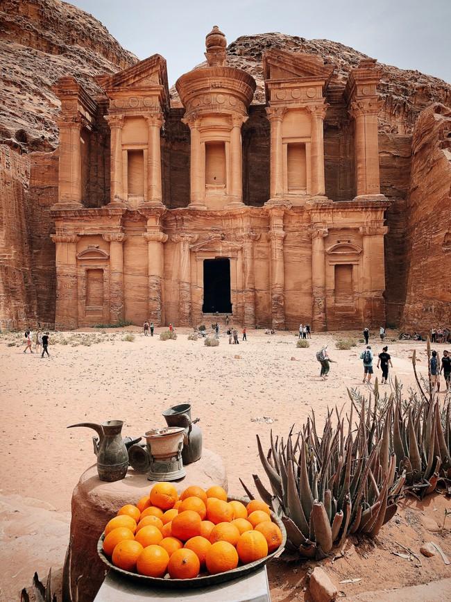 Mẹ 1 con xinh đẹp chi hàng trăm triệu đến Jordan đọc sách giữa Biển Chết, cưỡi lạc đà sa mạc - Ảnh 20.