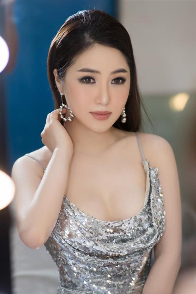 Tuyên bố tạm dừng sự nghiệp nhưng Hương Tràm vẫn không quên đăng clip đá đểu Chi Pu nhạc hay mà hát như...? - Ảnh 2.