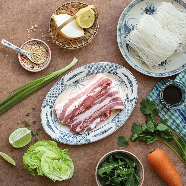 Mỗi khi bận rộn tôi làm món bún thịt chiên, bữa tối vừa nhanh lại vừa ngon - Ảnh 1.