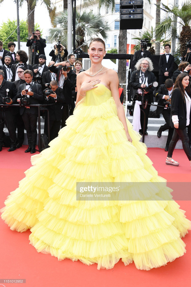 """Thảm đỏ Cannes ngày 9: Bất ngờ với gương mặt cứng đơ như tượng sáp và """"ca"""" khoe ngực hớ hênh - Ảnh 6."""