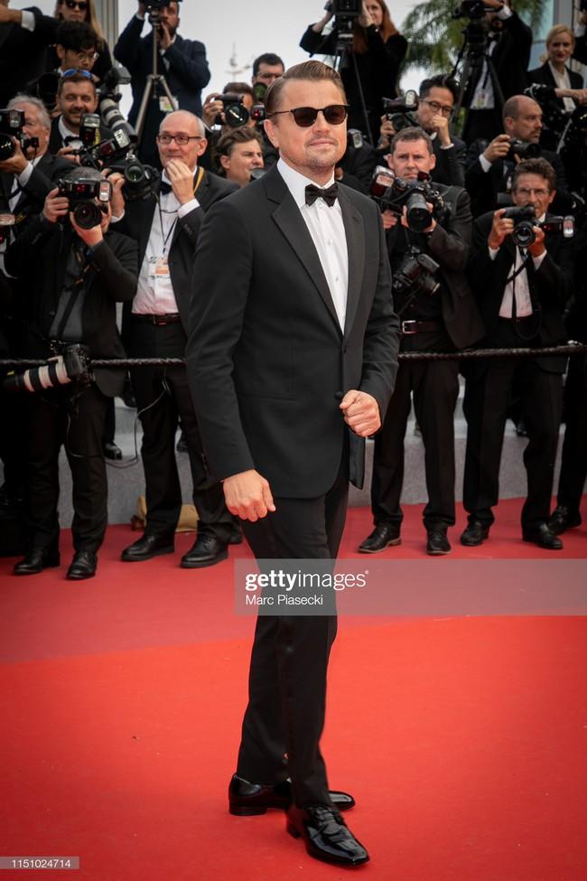 """Thảm đỏ Cannes ngày 9: Bất ngờ với gương mặt cứng đơ như tượng sáp và """"ca"""" khoe ngực hớ hênh - Ảnh 3."""