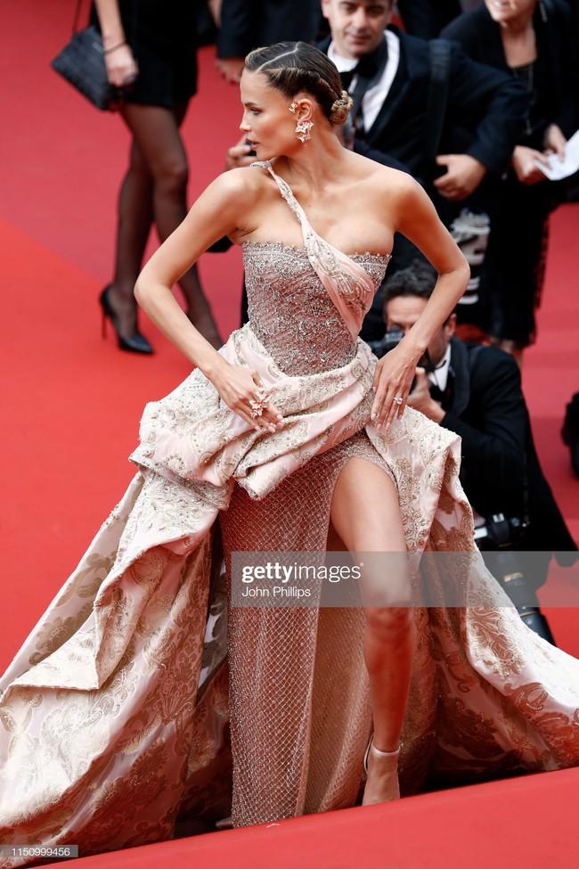 """Thảm đỏ Cannes ngày 9: Bất ngờ với gương mặt cứng đơ như tượng sáp và """"ca"""" khoe ngực hớ hênh - Ảnh 15."""