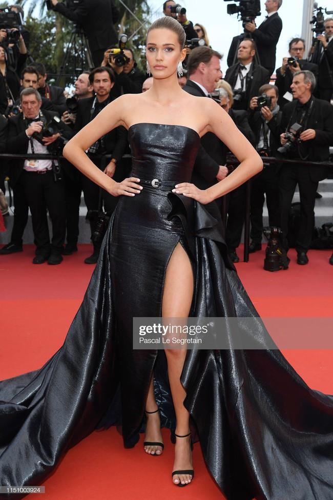 """Thảm đỏ Cannes ngày 9: Bất ngờ với gương mặt cứng đơ như tượng sáp và """"ca"""" khoe ngực hớ hênh - Ảnh 12."""