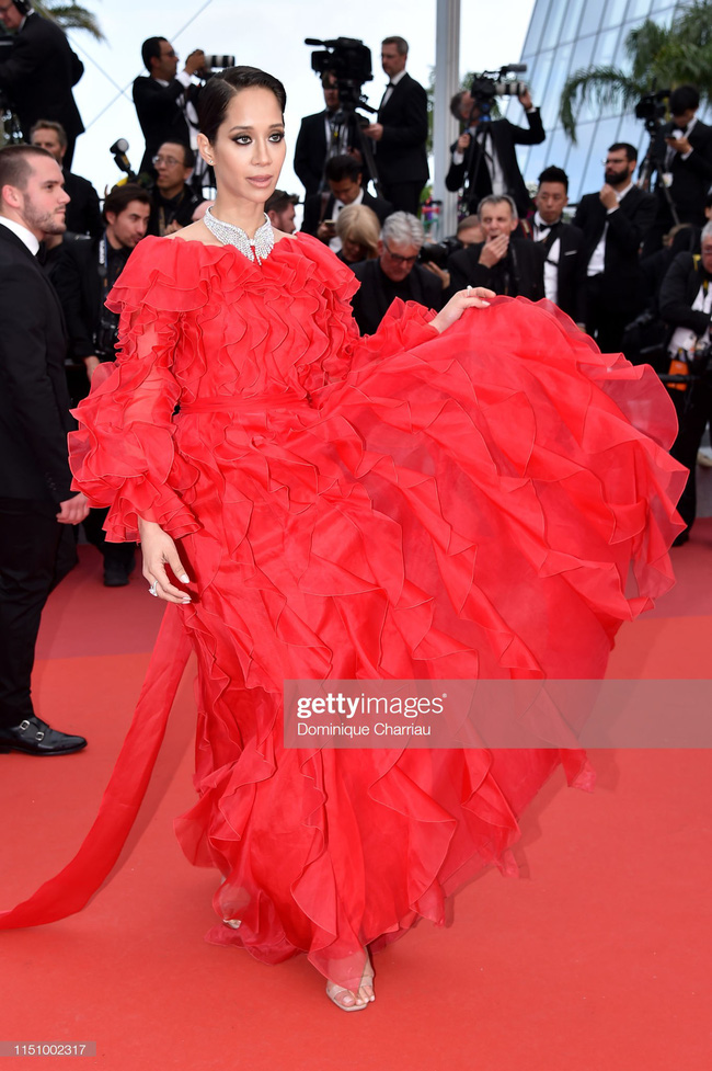 """Thảm đỏ Cannes ngày 9: Bất ngờ với gương mặt cứng đơ như tượng sáp và """"ca"""" khoe ngực hớ hênh - Ảnh 20."""