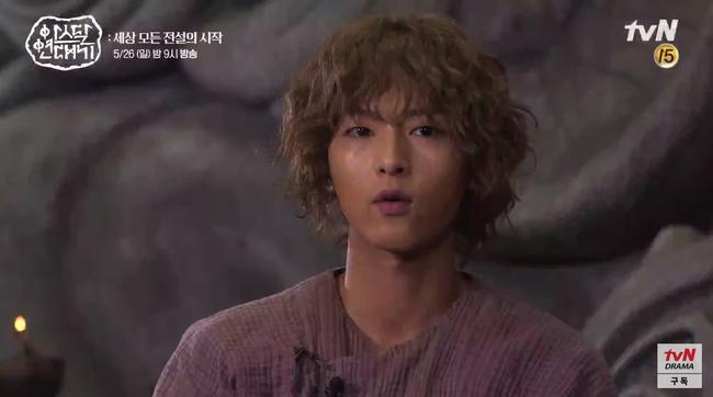 Lộ hậu trường bom tấn mới: Jang Dong Gun phong độ bao nhiêu, Song Joong Ki ngơ ngác bấy nhiêu - Ảnh 4.