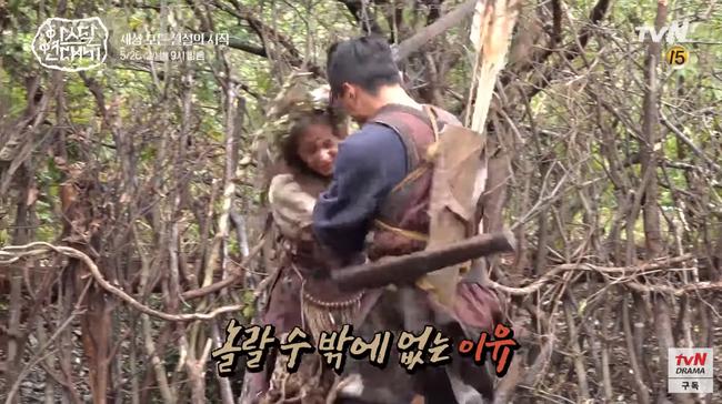 Lộ hậu trường bom tấn mới: Jang Dong Gun phong độ bao nhiêu, Song Joong Ki ngơ ngác bấy nhiêu - Ảnh 8.