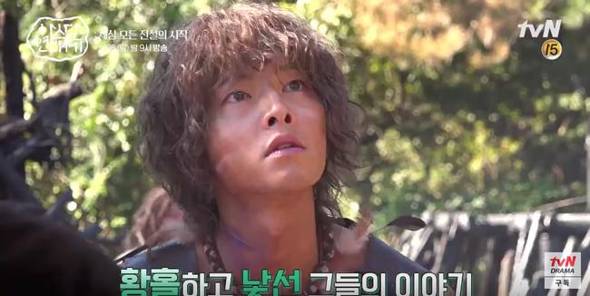 Lộ hậu trường bom tấn mới: Jang Dong Gun phong độ bao nhiêu, Song Joong Ki ngơ ngác bấy nhiêu - Ảnh 7.